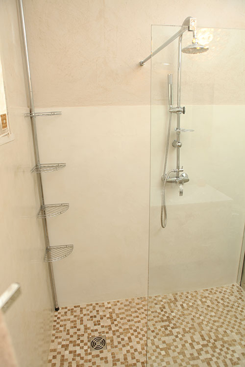 B ton cir enduits cir s cr ation de mati re pigments naturels protection enviro - Beton cire mercadier dans salle de bain renovation carrelage ...